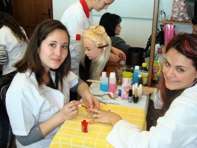 Cursuri calificare gratuite sau cu plata Frizer, coafor manichiurist (13)