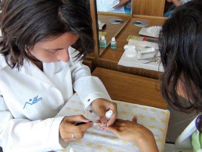 Cursuri calificare gratuite sau cu plata Manichiurist pedichiurist (5)