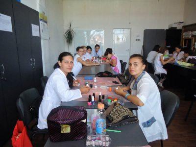 Cursuri calificare gratuite sau cu plata Manichiurist pedichiurist (7)