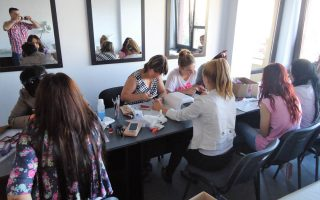 Cursuri calificare gratuite sau cu plata Stilist protezist de unghii (28)