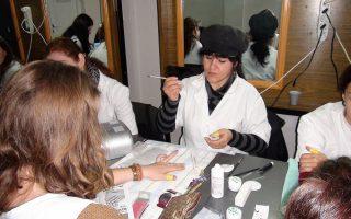 Cursuri calificare gratuite sau cu plata Stilist protezist de unghii (35)