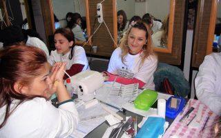Cursuri calificare gratuite sau cu plata Stilist protezist de unghii (37)