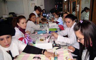 Cursuri calificare gratuite sau cu plata Stilist protezist de unghii (38)
