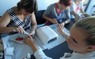Cursuri calificare gratuite sau cu plata Stilist protezist de unghii (31)
