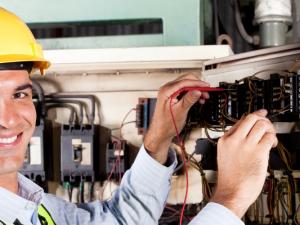 Incepere curs Electrician exploatare medie si joasa tensiune – Ploiesti!
